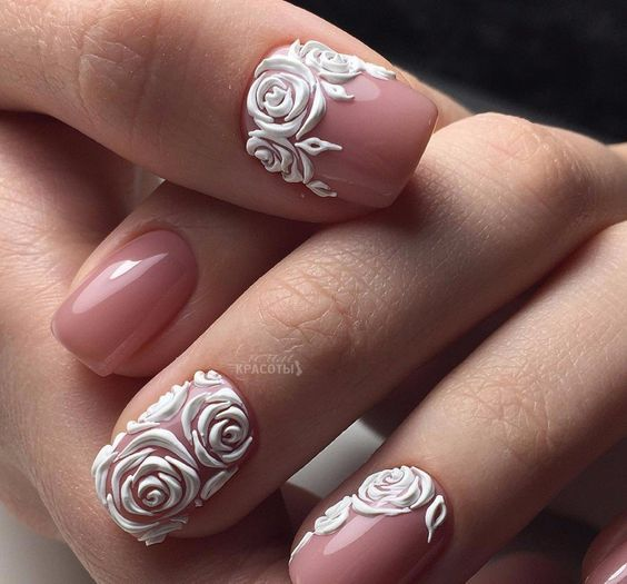 طراحی ناخن با تم گل رز