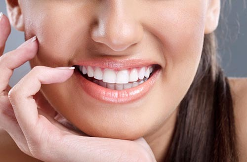 دندان های خود را با نمکه بشویید تا سفید شوند
