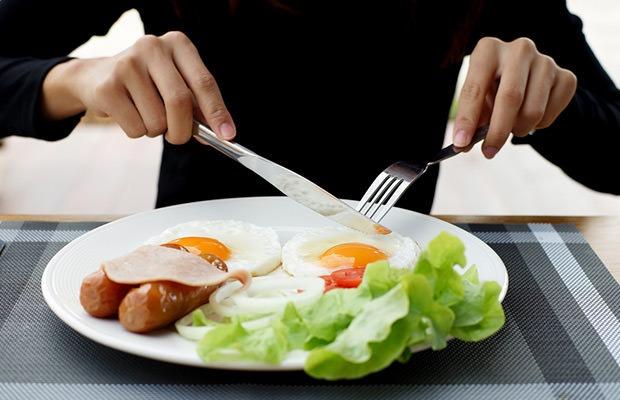 از راه های چاق شدن خوردن شام سبک با کالری کافی