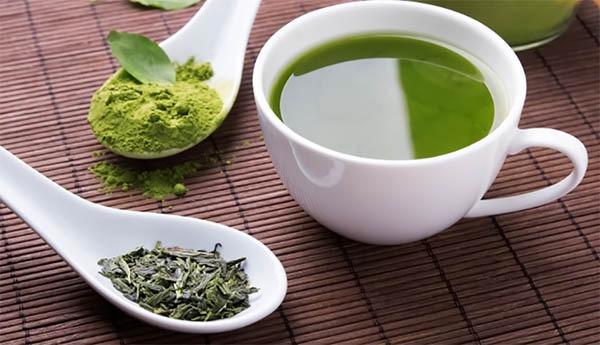 چای سبز برای ماسک جوانسازی پوست و فنجان